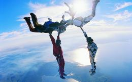 zr9TE9 SzqI s1600 amazing sky diving wallpaper 1440x900 0912103 jpg 1745
