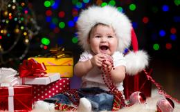 The happy child on Christmas wallpapers and imageswallpapers 692