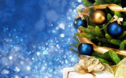 blue Christmas background of de focused lights with decorated tree 1397