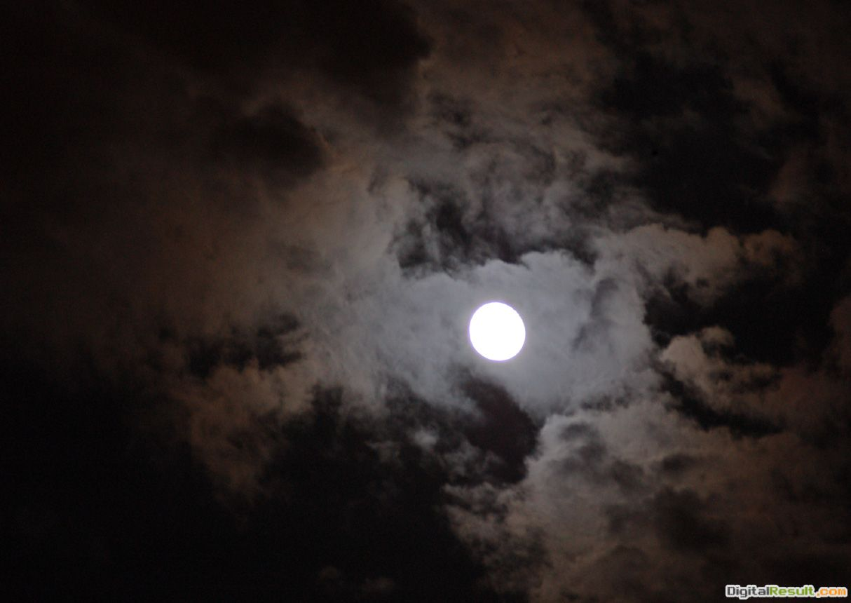 Cloudy+Moon+Wallpaper jpg 1384