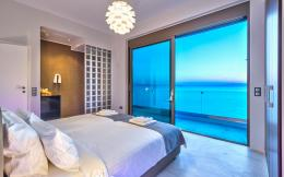 two sea view living rooms, three seafront and one sea view bedrooms 551