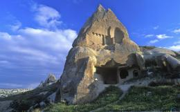 Download Wallpaper Cliff house, Cappadocia, Turkey1920 x 1200 603