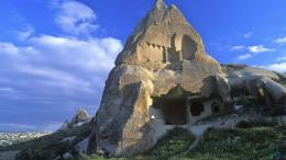 Download Wallpaper Cliff house, Cappadocia, Turkey1920 x 1080 HDTV 486