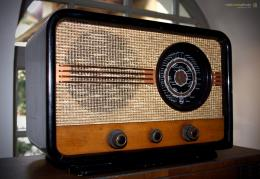 Old Time Radio Wallpaper Old time radio philips 36u 1534
