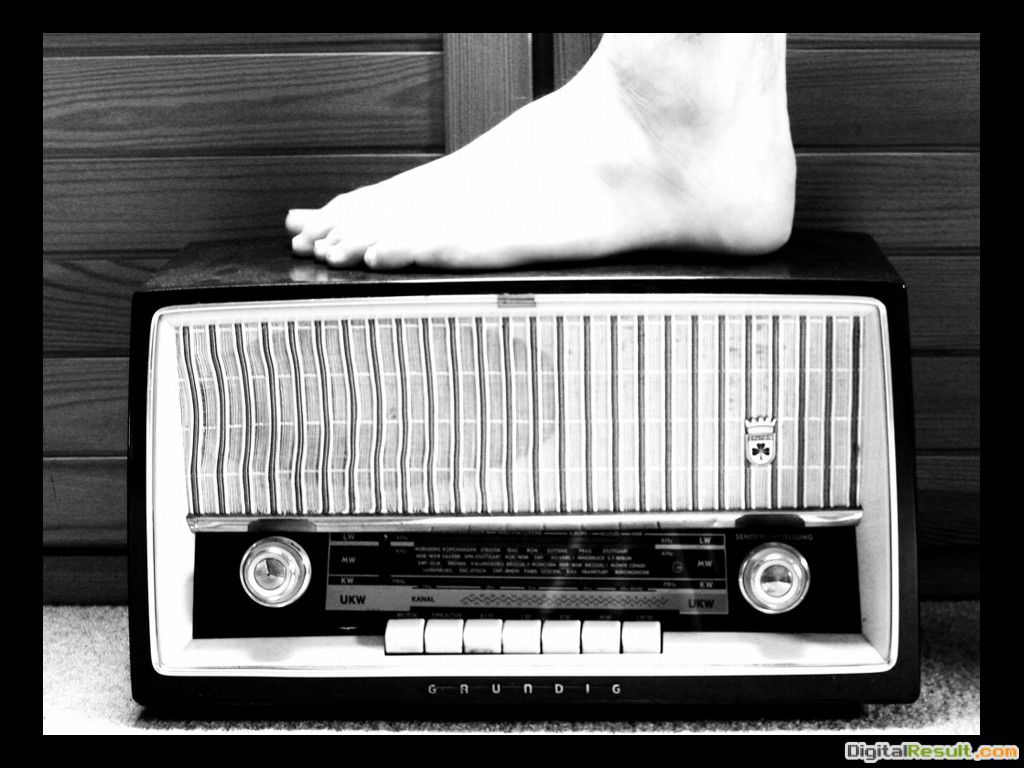 Vintage Radio Wallpaper Old radio boy by navros 1672