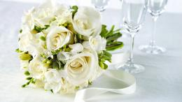 HolidaysWeddings White roses in a wedding bouquet on the table 970