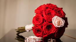 Red roses in a wedding bouquet wallpapers and imageswallpapers 366